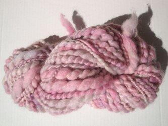 優しいピンクの糸の画像