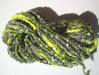 蛍光イエローとキラキラな糸の画像