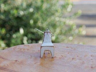 木の椅子のピアス siroiroの画像