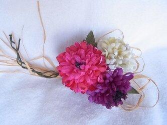矢車草のカントリーコサージュ(ピンク×紫×生成)の画像