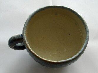 青いカップの画像