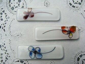 ガラスの箸置き 花3本セットの画像