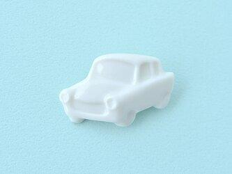 白磁のブローチ(車)の画像