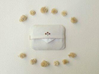 花刺しゅうのポケットティッシュケース(ブラウン)の画像