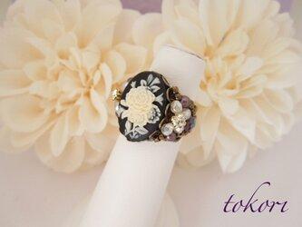 ヴィンテージカメオ指輪 お花(ブラック)の画像