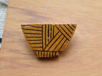 陶器ブローチ お茶碗モチーフの画像