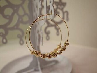 metal beads hoop earringsの画像