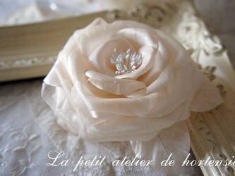 本絹布花コサージュ(薔薇)ピンクベージュの画像