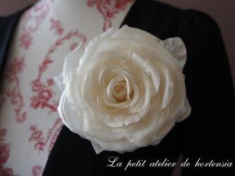本絹布花コサージュ(巻き薔薇)オフホワイトの画像