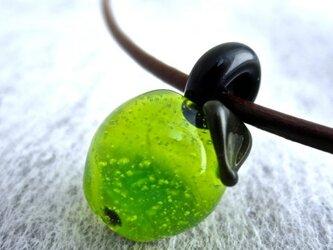 サワーグリーン☆リンゴのミニガラスペンダントトップ*apple*の画像