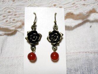 ♡♡赤メノウと薔薇のピアスの画像