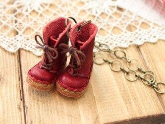 本革ミニチュア赤ブーツバッグチャームの画像