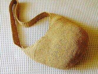 麦わら素材のロングショルダーバッグの画像