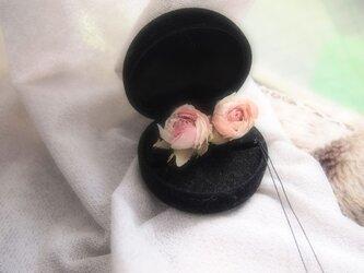 オールドローズのイヤリングの画像