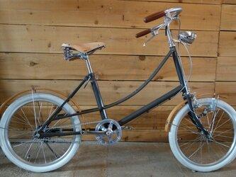 木の泥よけの自転車の画像