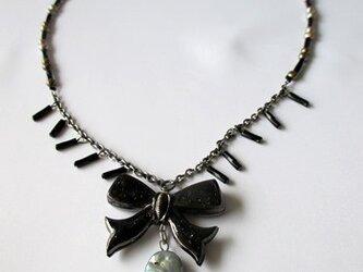 りぼん飾りのネックレスの画像