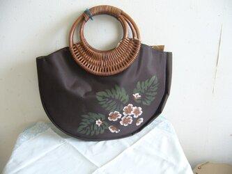 籐の手つきバッグの画像