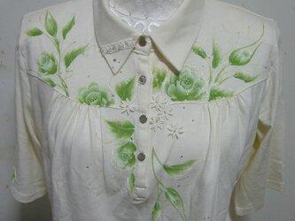 グリーンのバラのシャツの画像