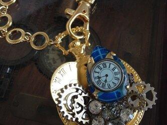時計と歯車のバッグチャームの画像