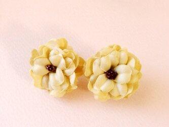 お花のイヤリングの画像