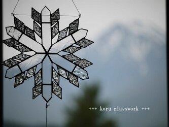 ステンドグラス 雪の結晶サンキャッチャー の画像