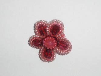 ルビー色のお花ブローチの画像