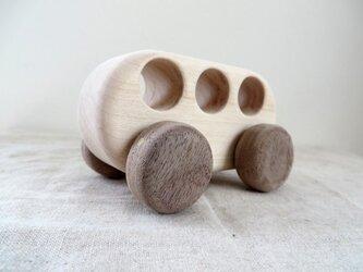 メープルの木のおもちゃのバスの画像