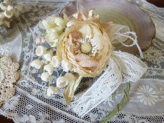 本絹ラナンキュラスと小花の花束コサージュ02の画像