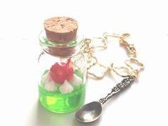 小瓶の喫茶店 クリームソーダのバッグチャームの画像