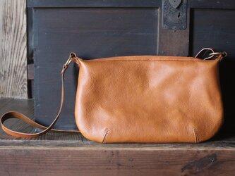 flat Shoulder bag ショルダーバッグ キャメルの画像