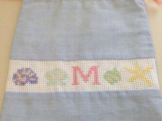シェル柄の巾着(イニシャルM)の画像