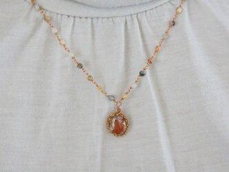 ファイアオパールのネックレスの画像