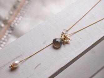 ラブラドライトとパールのネックレスの画像