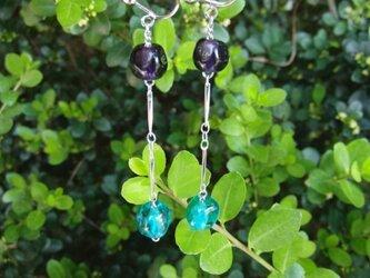ガラスイヤリング(紫×グリーン)の画像