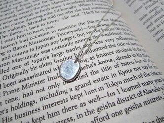 Simple Circular Silver Necklaceの画像