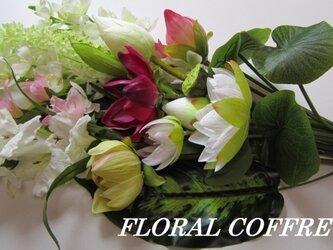 お供えの花 蓮の花束の画像