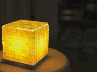 モザイクタイルのランプ ひまわり色(橙色-黄色-薄黄色)の画像