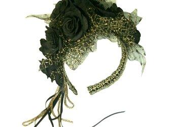 黒バラのカチューシャの画像
