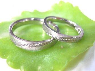 結婚指輪☆プラチナ製 打ち出し(鎚目・鍛造)ツヤ消し・ミル打ちの画像