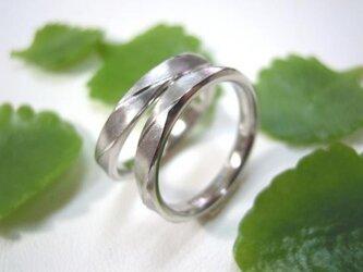 結婚指輪☆プラチナ製 ツヤ消し(マット仕上げ)くぼみ ウェーブの画像