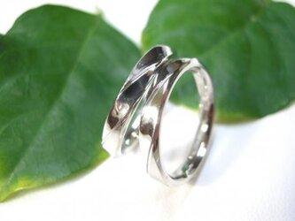 結婚指輪☆プラチナ製 光沢(鏡面仕上げ)くぼみ ウェーブの画像