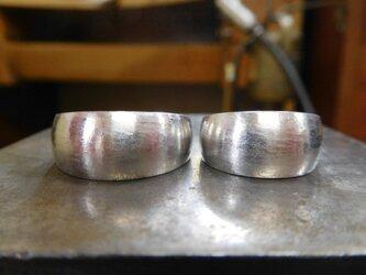 結婚指輪☆プラチナ製 幅広・極太・月形甲丸(粗仕上げ)の画像
