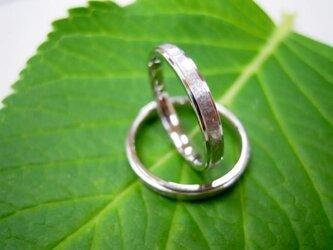 結婚指輪☆プラチナ製 マット&打ち出し(鎚目・鍛造)二段リングの画像