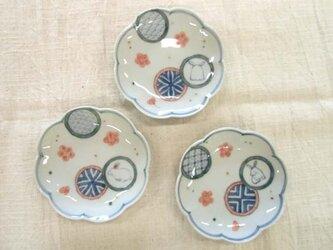 丸紋散らし兎輪花小皿の画像