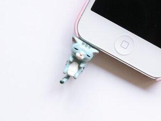 首根っこつままれ猫のイヤホンジャック【ブルー】の画像