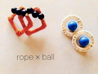 ロープとボールのピアスの画像