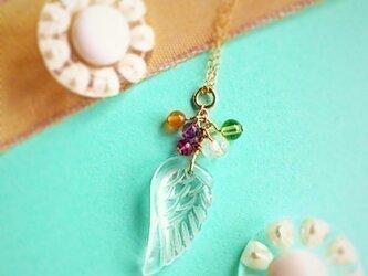 水晶の羽とルビー、ペリドット、ブルームーンetc・・チャームの画像