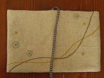 手刺繍・ブックカバー(春の風)の画像