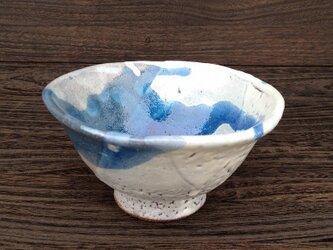 藁灰とコバルト釉のちゃわん の画像
