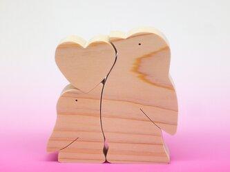 送料無料 木のおもちゃ 動物組み木 ハートペンギンの画像